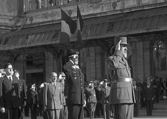 Photographie du général de Gaulle en visite officielle à Saint-Nazaire le 23 juillet 1945.