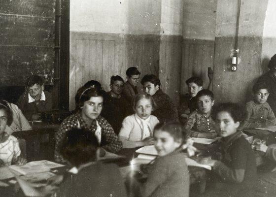 Photographie d'enfants espagnols réfugiés à saint-Nazaire pendant la dictature du général Franco.