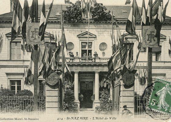 Photographie de la façade de l'ancien hôtel de ville de Saint-Nazaire construit en 1855.