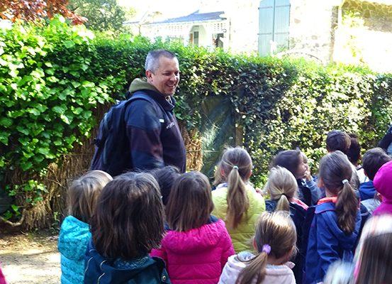 Visite scolaire à Saint-Marc-sur-Mer (Saint-Nazaire) avec un groupe d'élèves primaires.