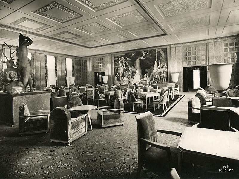 Vue du salon de thé première classe du paquebot Ile-de-France.