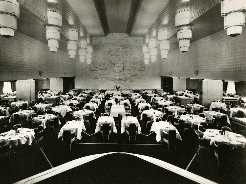 Salle à manger première classe du paquebot Ile-de-France (1949).