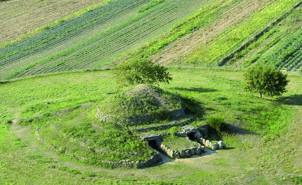 Vue aérienne du tumulus de Dissignac.