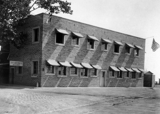 Bureaux du Quartermaster Corps des américains à Saint-Nazaire pendant la Première Guerre mondiale devenu La Fraternelle après-guerre.