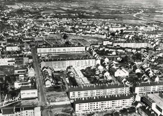 Vue aérienne du centre-ville de Saint-Nazaire dans les années 1950.