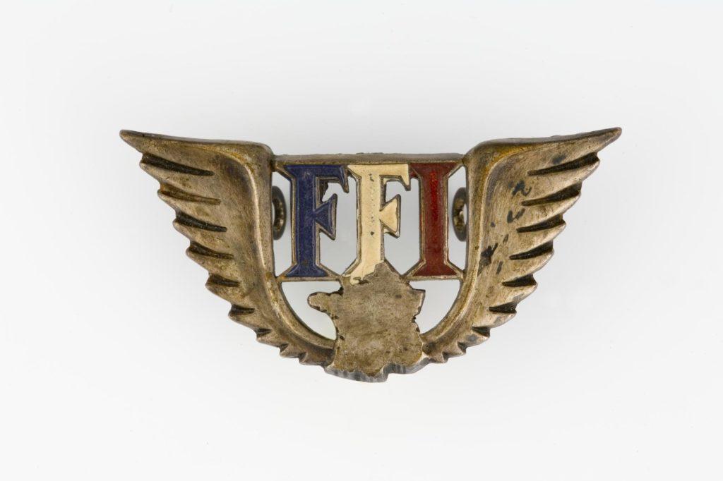 Broche des Forces Françaises de l'Intérieur avec le sigle F.F.I. surmontant la France et encadré par des ailes.