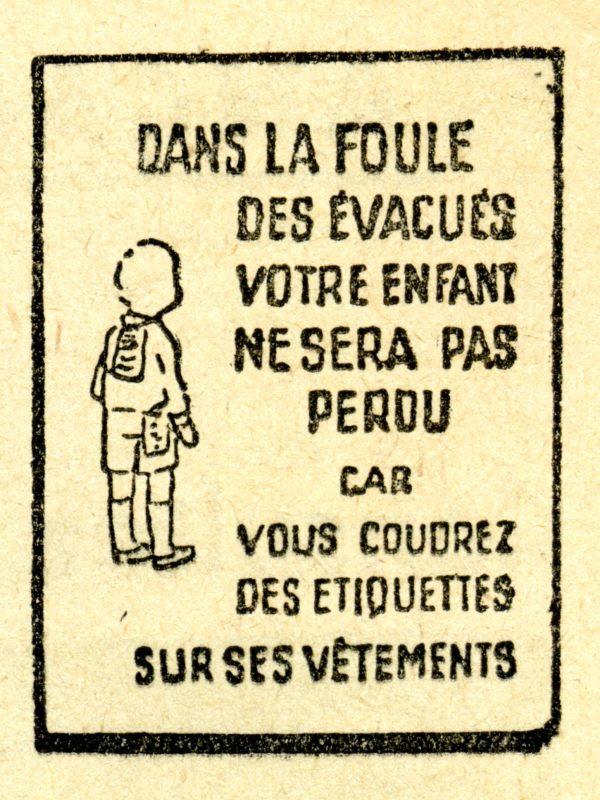 Affichette conseillant aux parents de coudre le nom de leur enfant sur ses vêtements lors des évacuation de la Seconde Guerre mondiale.