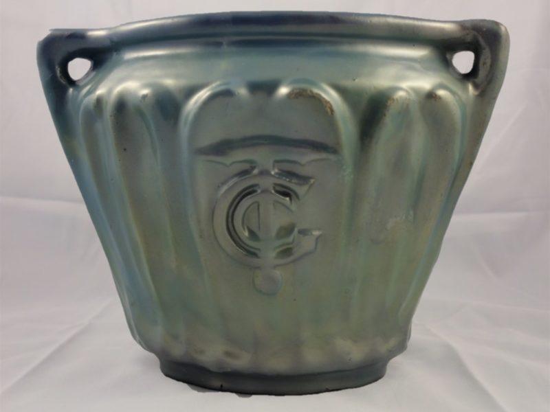 """Vase de style Directoire provenant du paquebot France 1912 en grès émaillé de couleur bleu nacré comportant le monogramme """"CGT"""" de la Compagnie Générale Transatlantique."""