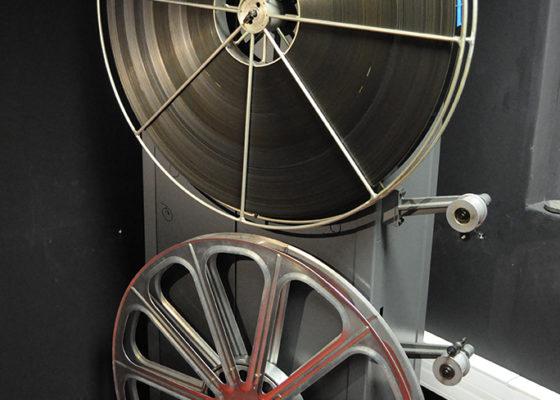 Ancien projecteur de cinéma.