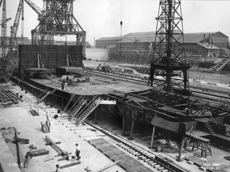 Montage de la coque du cuirassé Jean Bart le 1er septembre 1937.