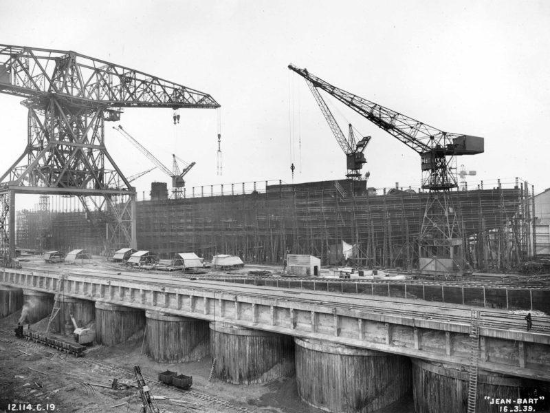 Montage des bordes du cuirassé Jean Bart le 6 avril 1938.