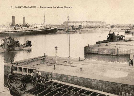 Les écluses de l'entrée Est du port donnant sur le bassin de Saint-Nazaire vers 1900.