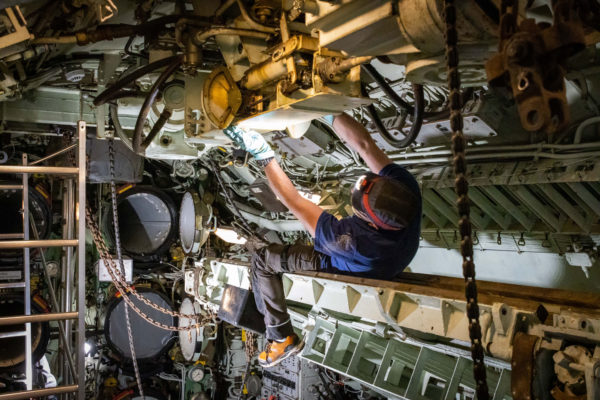 Photographie représentant la restauration du sous-marin