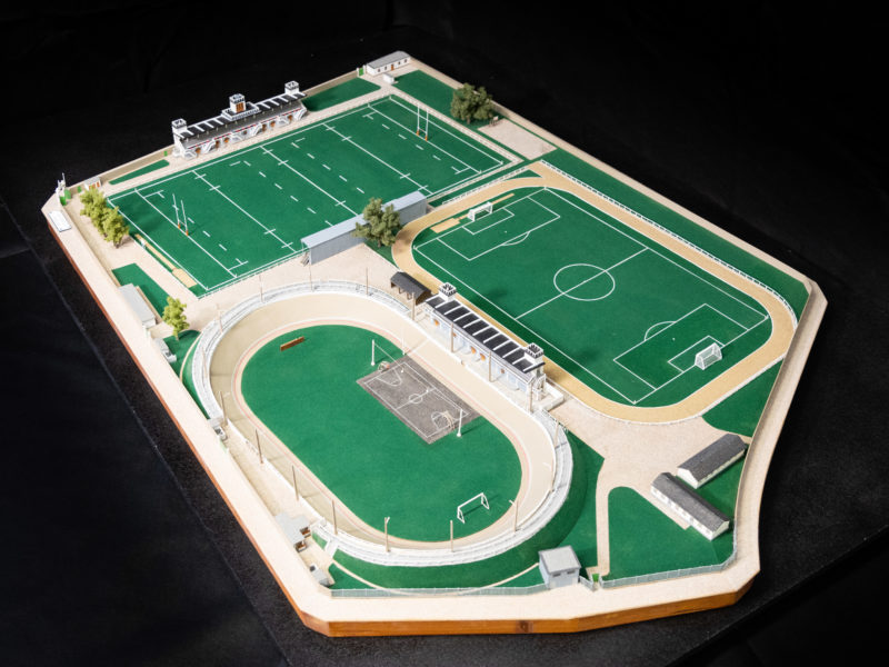 Maquette représentant fidèlement l'ancien parc des sports du Plessis. Aujourd'hui disparu, il n'en reste que son portail d'entrée.