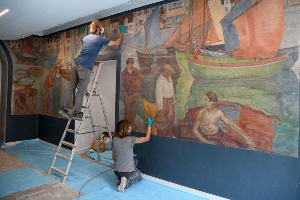 Photographie de la fresque en restauration